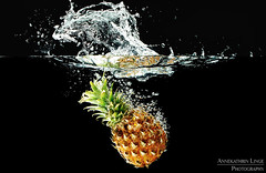 Pineapple meets water tank (AnnekathrinLingePhotography (sunshine-pics.com)) Tags: pineapple fruit watertank splash experiment wasser tank ananas obst studio canon eos 700d 70200mm water tropfen drops watersplash wassertank wasserbecken fruitphotography waterbubbles