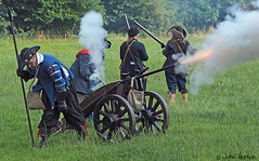 Hampton Court 1640's - 16 Things are getting desperate! (Row 17) Tags: uk unitedkingdom gb greatbritain britain england herefordshire reenactment event 1640s militia artillery royalists costume costumes candid skirmish battle
