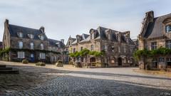 Locronan - Finistère -29- (f.ray35) Tags: médiéval pavés pierre bretagne france finistère 29 britany maison exterieur sky