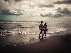dream of you and i (TIBBA69) Tags: fuji mare sea spiaggia beach people persone couple coppia colors colori cielo sky nuvole clouds andreatiberini dreamofyouandi fujifilm fujixq2
