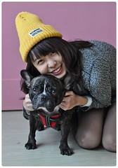 開心的一對小情人,甜蜜的不像話! (Danburg Murmur) Tags: woman dog chien smile hat studio taiwan bulldog hund taipei knees 台灣 台北 犬 狗 buldog bulldogge собака 개 bouledogue chó ブルドッグ câine бульдог สุนัข đực कुत्ता 불독 牛頭犬 કૂતરો ឆ្កែ બુલડોગ fardogstudio สุนัขบูลดอก एकप्रकारकाकुत्त