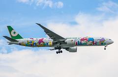 Shining Star | B-16722 | EVA Air (KwokCH) Tags: singapore eva br hellokitty aviation airplanes taiwan sanrio boeing changi 777 changiairport shiningstar lightroom evaair boeing777 777300er evergreengroup 777w