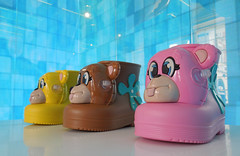 Galeria Melissa does it again (roger.w800) Tags: shoes boots footwear shop retail london coventgarden kingstreet galeriamelissa light colour colours color colors