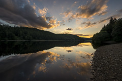 Sunset at Ladybower reservoir (Keartona) Tags: ladybower reservoir sunset reflections symmetry beautiful evening clouds peakdistrict derbyshire sky water england landscape