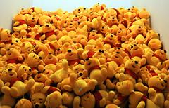Poehh he (lhb-777) Tags: winnie poeh art impressie kunst bereb bear lot veel geel rood many too mutch hé heel antwerpen belgië belgium museum mas stroom cool geinig leuk funny spas humor drawings live tekening strip