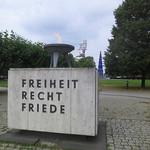 Theodor Heuss Platz - Freiheit Recht Friede thumbnail