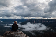 Laura, Blue Mountains (Jennifer-Anne.BROWN) Tags: bluemountains nsw nationalpark australia girl ledge clifftop cliff clouds cloud katoomba wentworthfalls leura kingstableland sydney laura getoutside
