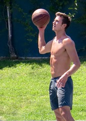 IMG_5601 (danimaniacs) Tags: shirtless man hot sexy basketball hunk mansolo