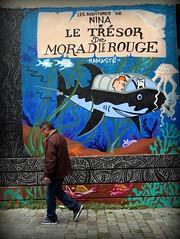 bachibouzouk (YOUGUIE) Tags: paris streetart graff graffiti tintin herge j3 jordanesaget arabesques craie chalk letresorderakhamlerouge albumtintin milou animaux méduse bd bandedessinée requin