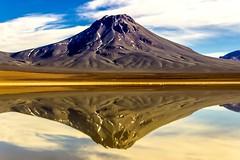 Volcn Aguas Calientes Laguna Leja, Desierto de Atacama (@abriendomundo) Tags: desiertodeatacama atacama chile volcnaguascalientes volcn volcaneschile volcanesatacama atacamalandscapes atacamadesert sanpedrodeatacama salardeatacama abriendomundo viajaraatacama ascensionlascar volcnlascar