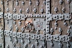 Gate (KPPG) Tags: textur linien abstrakt muster outdoor geometrisch holz eisen schmiedearbeit brssel belgien rathaus eingang tor tr samsungnx nx3000