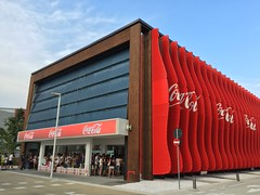 Milan, Italy, EXPO 2015 - the Coca-Cola Pavilion (arwed.kubisch1) Tags: italia italy italien milano milan mailand expo cocacola pavilion pavillon cloudy clouds blue sky wolkig wolken blau himmel innovative innovativ red rot