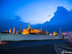 Blue hour (Aung@) Tags: blue lens thailand temple evening bangkok olympus hour handheld pro wat emerald f28 omd phrakaew em1 aung 1240mm aungkw mzuiko