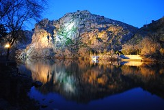 Los reflejos de Toledo. (Espeluztacular) Tags: blue espaa mountain reflection nature beautiful night river landscape lights luces noche spain nikon flickr village pueblo colores toledo tajo reflejos