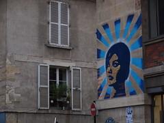 PC073582 (signaturen) Tags: dog chien streetart paris umbrella graffiti pig sticker montmartre urbanart hund murales schwein parapluie porc