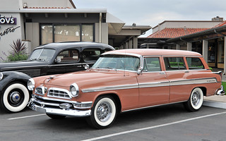 1955 Chrysler New Yorker Deluxe Town & Country Wagon - Canyon Tan & Desert Sand