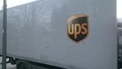 UPS (Learcollonia) Tags: berlin truck ups berlim posten lkw reinickendorf logistica encomendas pacotes