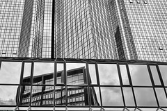 Frankfurt  Deutsche Bank b&w 1 (rainerneumann831) Tags: frankfurt deutschebank blackwhite architektur linien