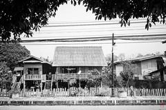 Quartier typique (Ye-Zu) Tags: voyage street trip house maison rue thailande lampang worldtour tourdumonde