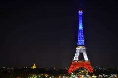 La tour Eiffel rend hommage aux victimes de Nice en s'habillant du drapeau tricolore (La Pom ) Tags: paris rouge nice tour nation eiffel bleu hommage dame blanc fer drapeau tricolore victimes attentats