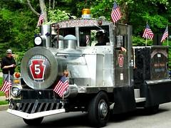 Keystone Five (e r j k . a m e r j k a) Tags: pennsylvania allegheny sewickley parade train locomotive whimsy keystone pa65 i79pa erjkprunczyk upperohiovalley americana