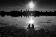 Quando viene sera - When evening comes (Immacolata Giordano) Tags: mantova manua lombardia tramonto sunset sera evening amore love riflessi reflections lago lake sole sun silhouette silhouettes coppia couple nikond7000