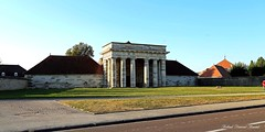 Août 2016 (87) - Arc-et-Senans (Doubs) (roland dumont-renard) Tags: franchecomté doubs arcetsenans salineroyale entrée monumentale colonnes