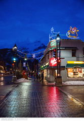 Christmas decorations in the Town of Banff (Vincent Demers - vincentphoto.com) Tags: voyage christmas street city trip travel sunset mountain canada mountains nature night landscape rockies town holidays village dusk alberta christmasdecorations northamerica banff bluehour traveling banffnationalpark skivillage mountainrange