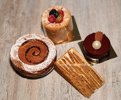 Caf Pouchkine, Paris (jmlpyt) Tags: brown white cake circle dessert yummy melting chocolate small decoration cream plate sugar gourmet pastry portion chocolatedipped liquid luxury foodanddrink coated delicatessen dishware sweetsauce fudgesauce sweettasty