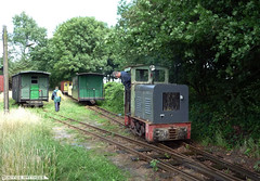 Field railroad (Schwanzus_Longus) Tags: railroad light cars field car train germany bench toy wooden track oven diesel small gray tracks engine first railway loco trains bulldog class historic german third locomotive benches gauge narrow lanz