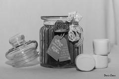 Chocolat au marshmallow... (deniscoeur) Tags: white black corporate noir wb marshmallow objet scrap blanc chocolat bocal miseenscne misenevaleur