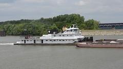 LELIA C. SHEARER (Joe Schneid) Tags: kentucky transportation louisville towboat inlandwaterways portlandcanal americanwaterways leliacshearer