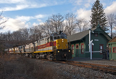 Cresco Heritage (Erie Limited) Tags: railroad train trainstation dl railfan alco c425 delawarelackawanna crescopa dl2452 poconomain