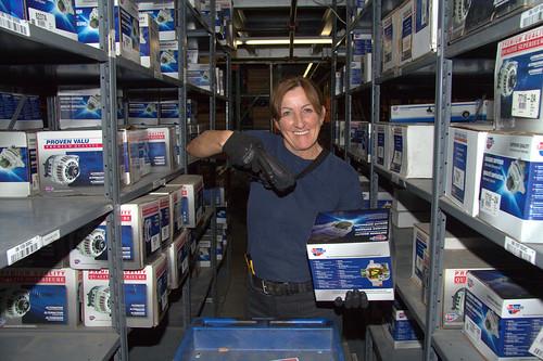 Female Warehouse Working Holding a Box / Travailleuse en entrepôt tenant une boîte