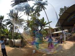 Seifenblasen in Behinderteneinrichtung in Ittapana, Sri Lanka 15