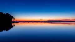 -9 sous l'horizon (Nicolas Reggiani) Tags: seascape paysage ponton aurore aub