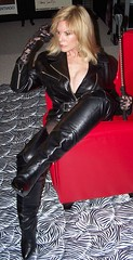 50 Shades of Red (Christina Saint Marché) Tags: crop balletboots leatherthighhighboots christinasaintmarche saintmarche stmarche fiftyshadesofgrey christinastmarche