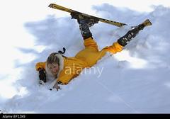 junge-frau-in-gelbem-skianzug-mit-ski-liegt-im-schnee-winterulaub-EF1JX9 (onesieworld) Tags: sexy girl fashion shiny retro 80s onepiece nylon 90s catsuit snowsuit onesie skibunny skisuit