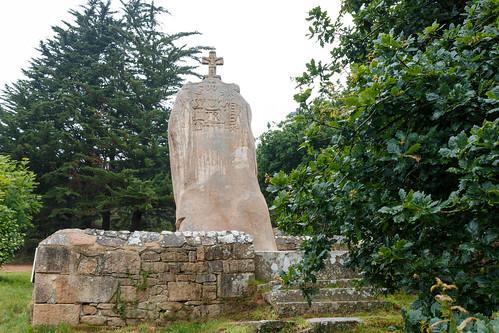 Menhir de Saint Uzec