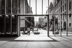 Timmerhuis, Rotterdam (Saskia Kemperman) Tags: timmerhuis rotterdam holland netherlands bnw bw blackandwhitephotography blackandwhitephoto blackandwhite monochrome streetphoto streetshot streetphotography city cityphotography architecture lines shadow