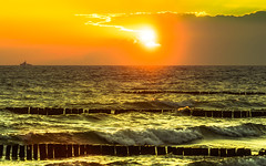 Baltic Sea Sunset (redfurwolf) Tags: sunset sea sky cloud sun nature water ship halo wave baltic rgen sonyalpha dranske sal70200g2 redfurwolf
