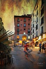 (204/16) Anochece en el Arco de Cuchilleros (Pablo Arias) Tags: pabloarias espaa spain hdr photomatix nx2 photoshop texturas cielo arquitectura ciclista arcodecuchilleros madrid comunidaddemadrid procesado