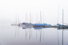 Autumn mood in summer (uw67) Tags: bocholt autumn ship nebel aasee segelboote boat mood fog dunst misty sea summer