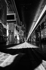 2016163 (ruggeroranzani_RR) Tags: people digptal blackandwhite leicame voigtlanderultron28mmf2 woman railwaystation train ratseyeview venice