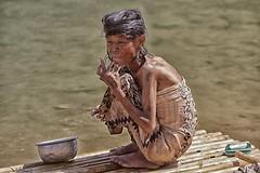 la vita sul lago inle (mat56.) Tags: ritratto ritratti portrait portraits donna woman vecchia old lago lake inle myanmar birmania burma asia persone people acqua water vita life antonio romei mat56 candid