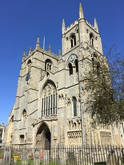King's Lynn Minster (John D McDonald) Tags: iphone iphone6 apple appleiphone appleiphone6 church churchofengland anglican minster kingslynnminster tower towers twintowers geotagged summer sunshine august