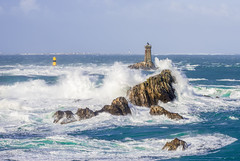 Le Phare de la Vieille ... (Rouz 29) Tags: morning blue light sea mer lighthouse france rock island nikon brittany lumire wave bretagne bleu pointe 28 nikkor sein vague swell phare 70200 f28 rocher raz vieille houle matin britany finistre matine d610 pointeduraz boutdumonde tourelle iroise ledesein vr2 pennarbed penarbed vrii laplate lavieille grandphare erwanleroux