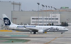 "Alaska 2015 ""Go Russell"" Livery 737-900 (N453AS) LAX Taxiway B (hsckcwong) Tags: lax alaskaairlines 737900 n453as gorusselllivery"