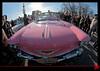 Une Cadillac Coupé Deville rose à la Parade