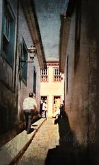 Um encontro com o passado... (silwittmann) Tags: windows brazil sky people minasgerais texture lamp brasil architecture shadows perspective historic tiradentes oldcity callejon pedestrianstreet travessa viela